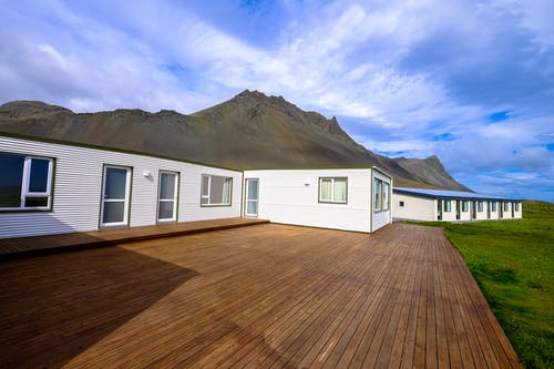 Crucial information to know about choosing the right decking